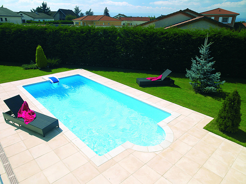 Piscine collot dejoyaux belley for Piscine semi enterree desjoyaux